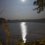 Blick auf den Kreuzteich bei Nacht.